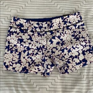 The Limited NWT floral Print Blue Shorts 6 Petite